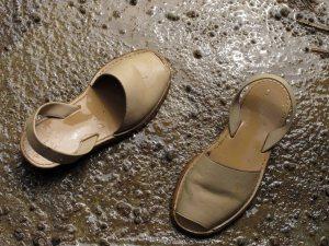 Saya punya cukup banyak koleksi high heels, tapi favorit saya adalah si trepes ini. Sepatu ini sudah menemani saya ke desa-desa berlumpur dan beberapa kali kejeblos di kotoran sapi.